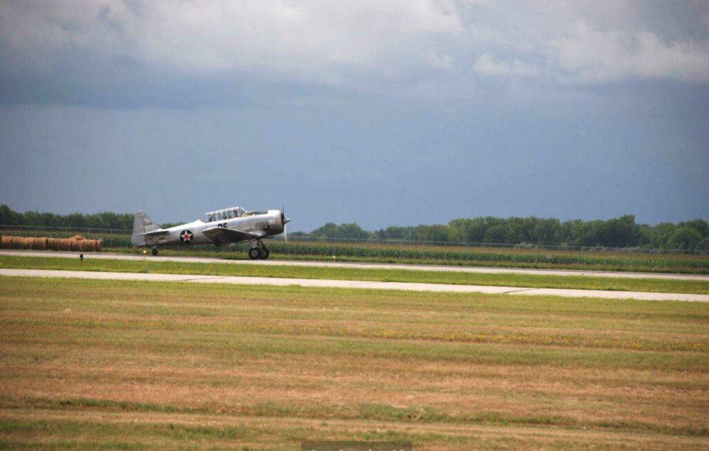T 6 Texan Landing (1)