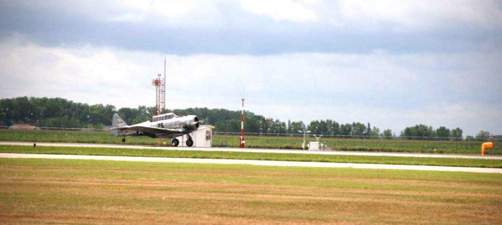 T 6 Texan Landing